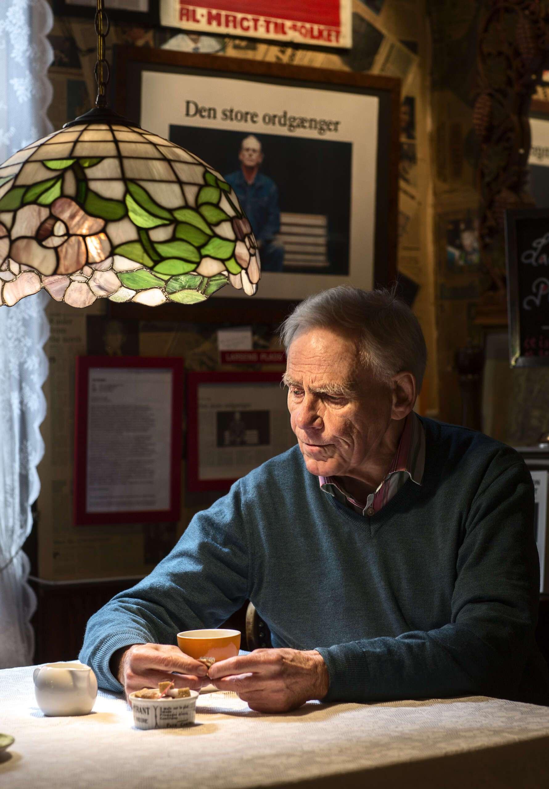 Ejvind Larsen, 60 år i spalterne på Dagbladet Information!